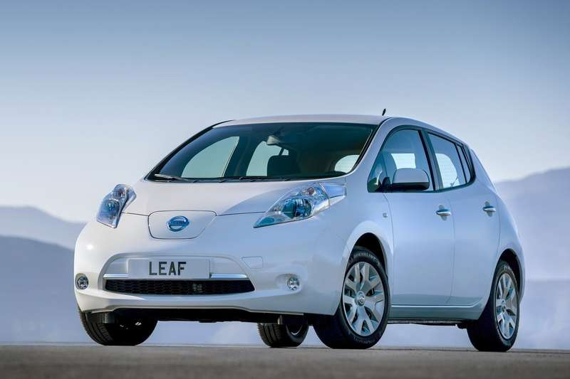 Nissan-Leaf_2014_1600x1200_wallpaper_01