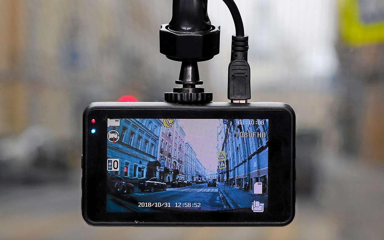 Самые дешевые видеорегистраторы: выбираем лучший— фото 932533