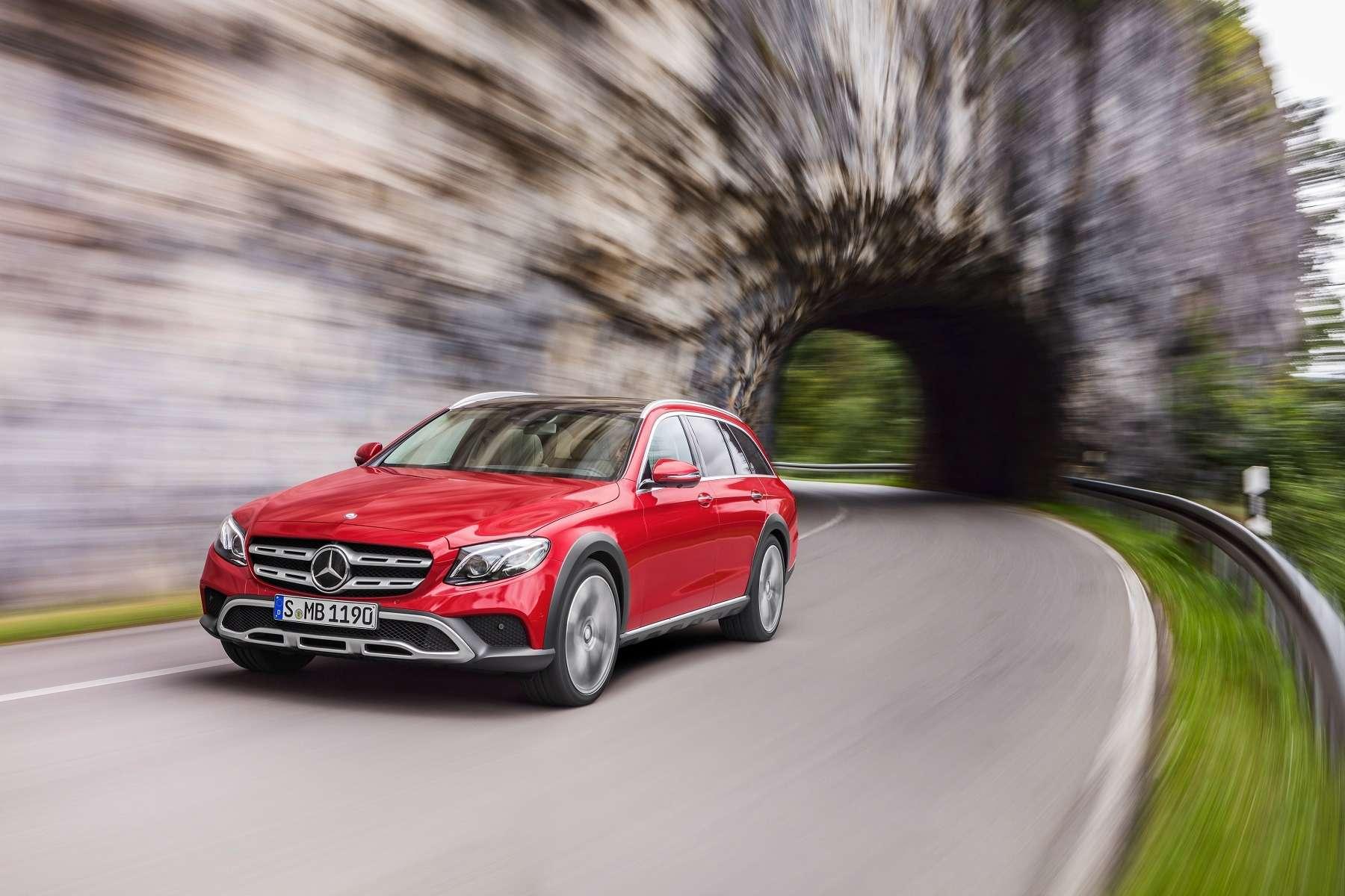В Париж нацыпочках: Mercedes-Benz представил универсал All-Terrain— фото 637450