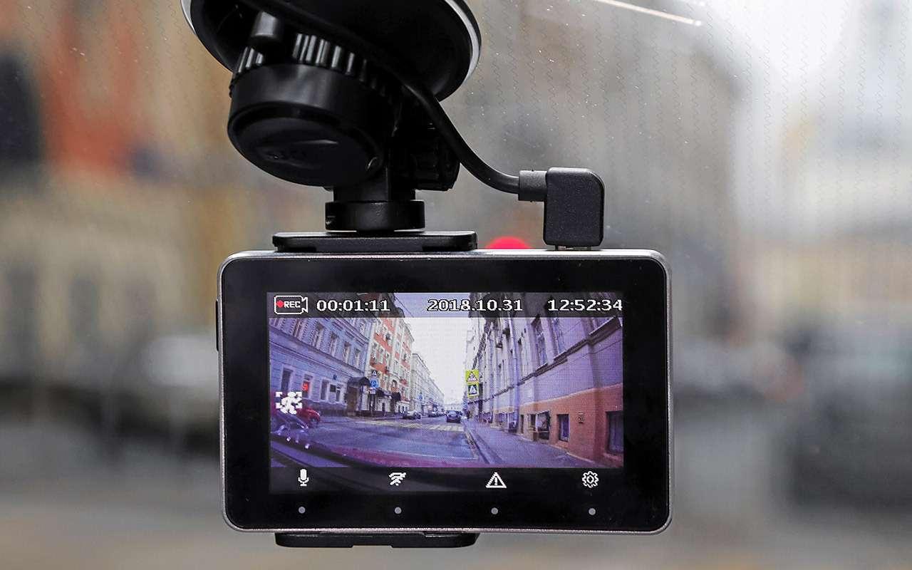 Самые дешевые видеорегистраторы: выбираем лучший— фото 932538