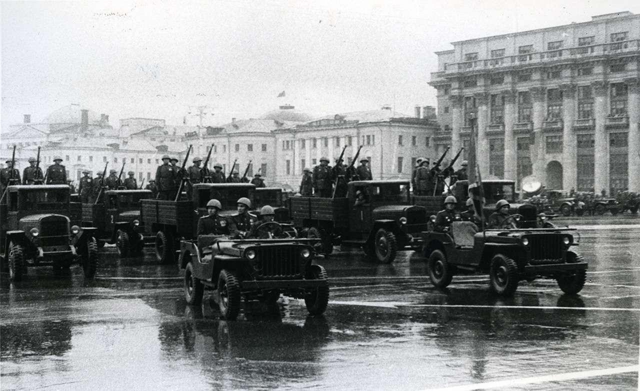 Парадные иповседневные: легковые автомобили Советской Армии— фото 846553