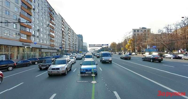 Ленинский проспект наподъезде кЯкиманке. Четко просматривается спецполоса разделяющая направления.