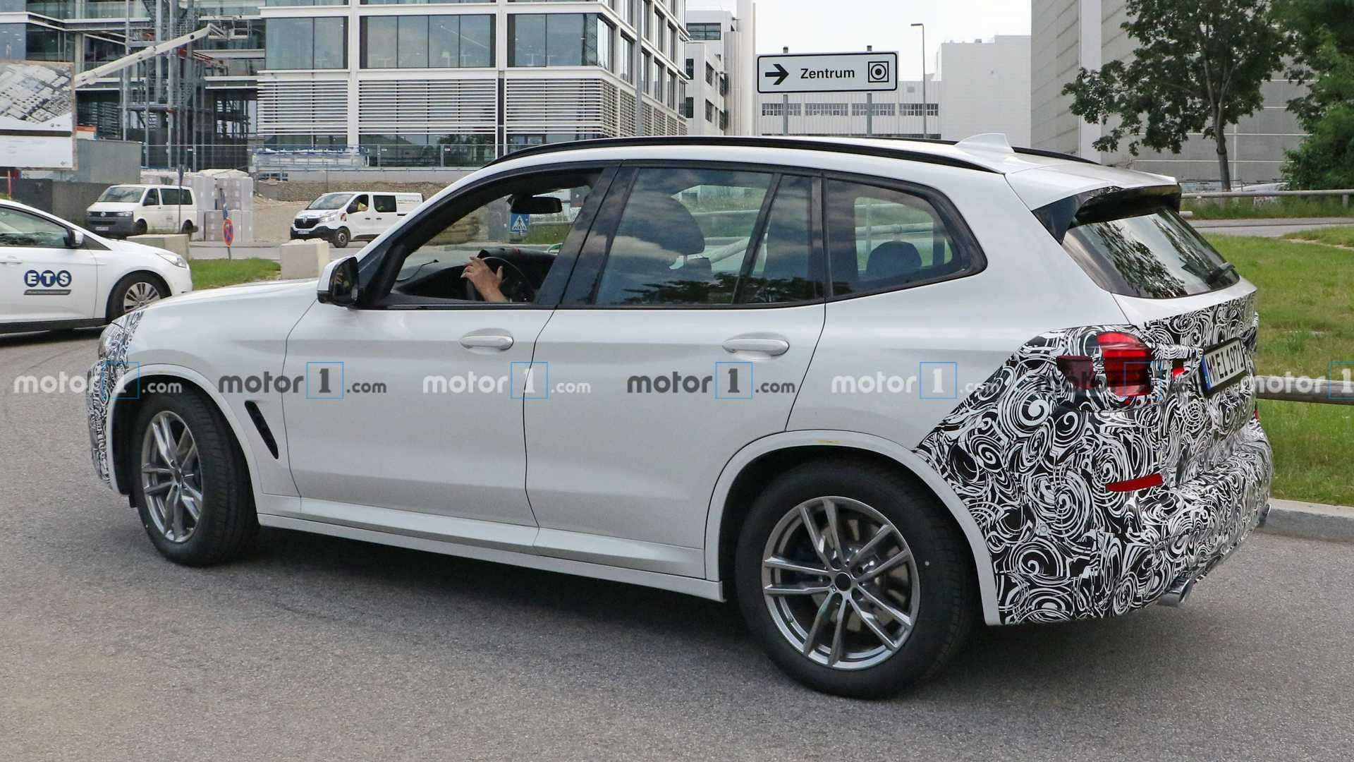 Огромных «ноздрей» небудет: обновленный BMW X3поймали фотошпионы— фото 1155242