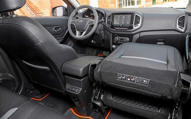 Lada XRAY Cross 2021: «голова»-то новая!