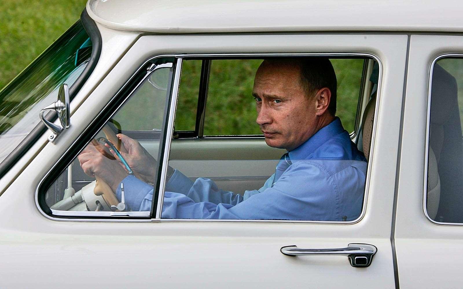 В.В. Путин зарулем одной изсвоих 21-х «Волг»