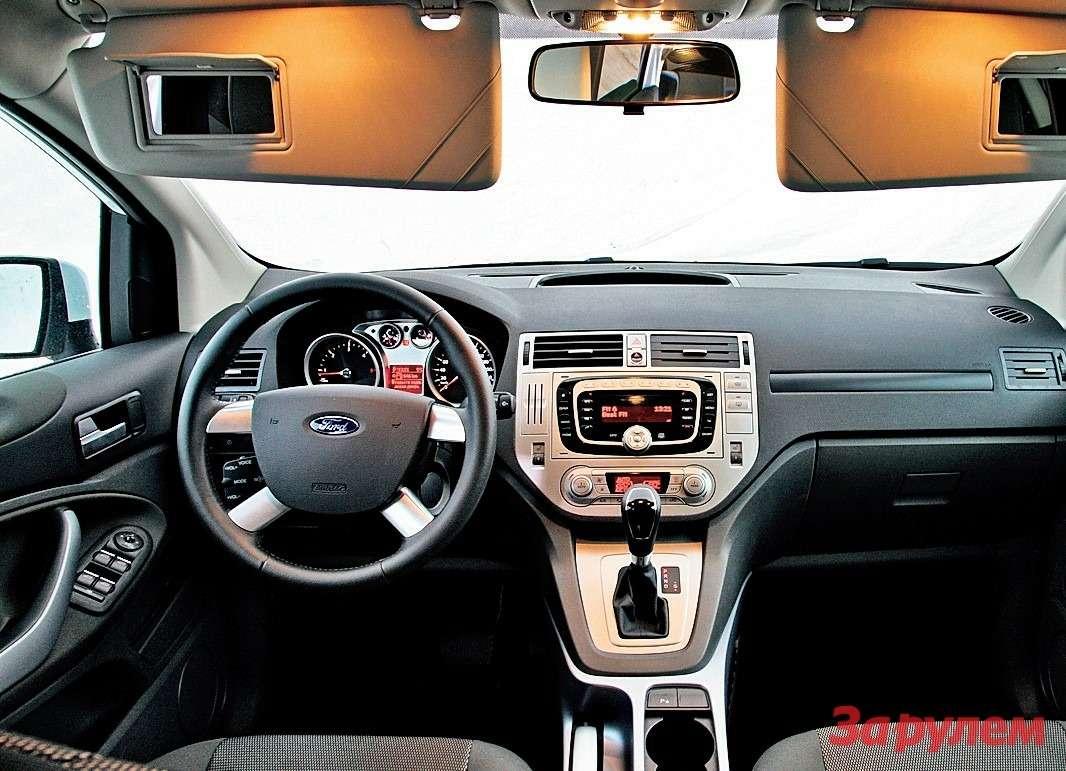 «Форд»: мягкий пластик напередней панели иудобный профиль водительского сиденья.