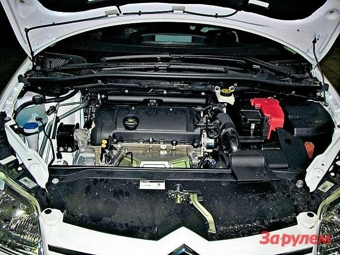 Двигатель ЕР6 сравнительно молод, ноуже успел прославиться ненадежным цепным приводом ГРМ. Комплект, включающий всебя цепь, натяжитель иуспокоители, недорог— 3000 рублей, нозазамену заплатите дилеру еще 5800.