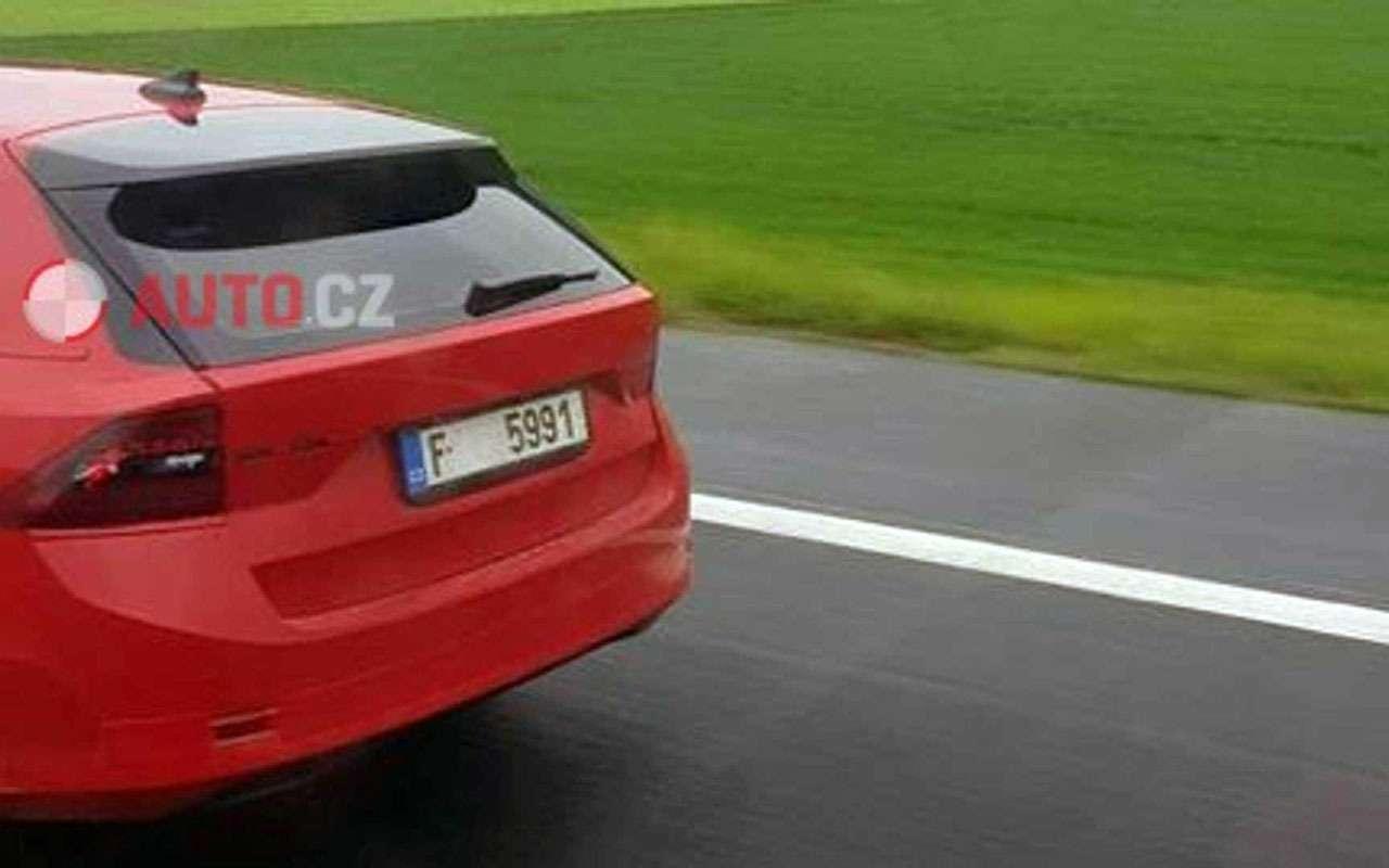 Новая Skoda Octavia: появились фото почти без камуфляжа— фото 974721