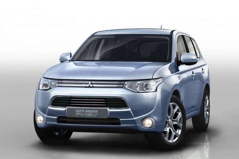 Mitsubishi Outlander PHEV front view_no_copyright