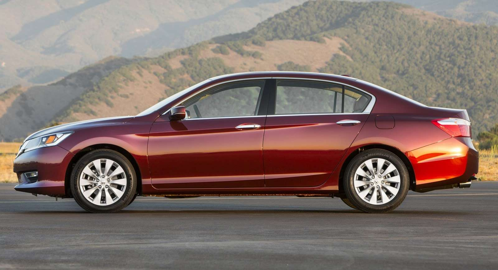 2016-Honda-Accord-VS-2015-6