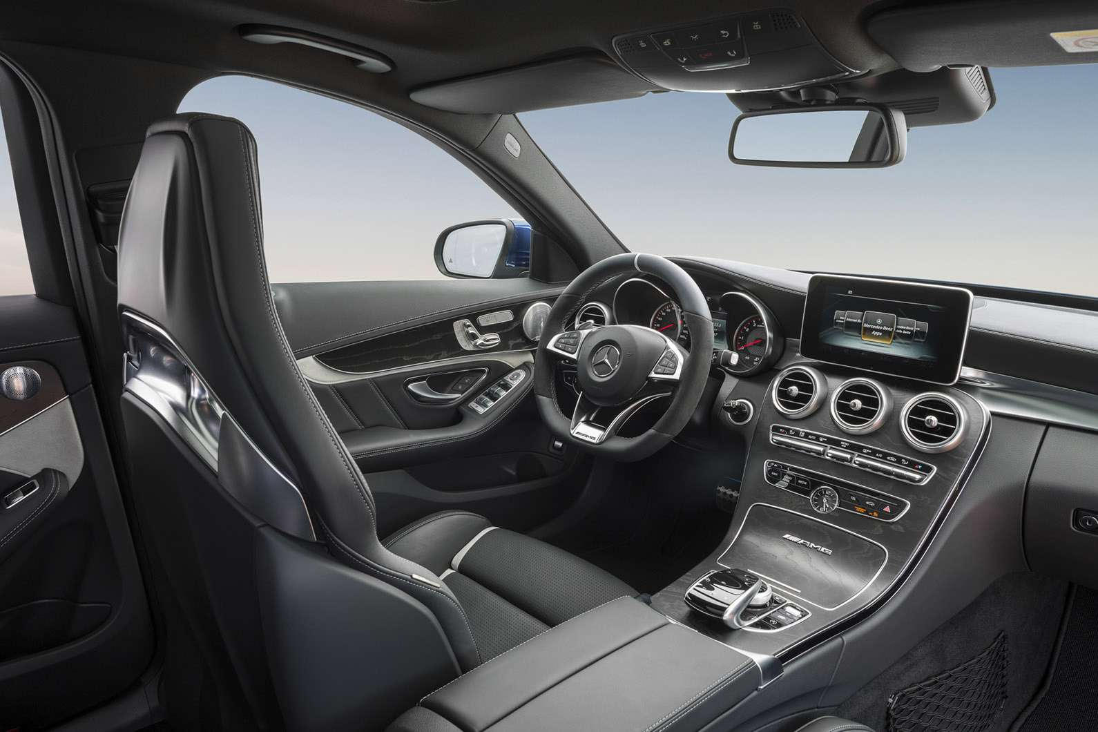 2015-Mercedes-C63-AMG-19