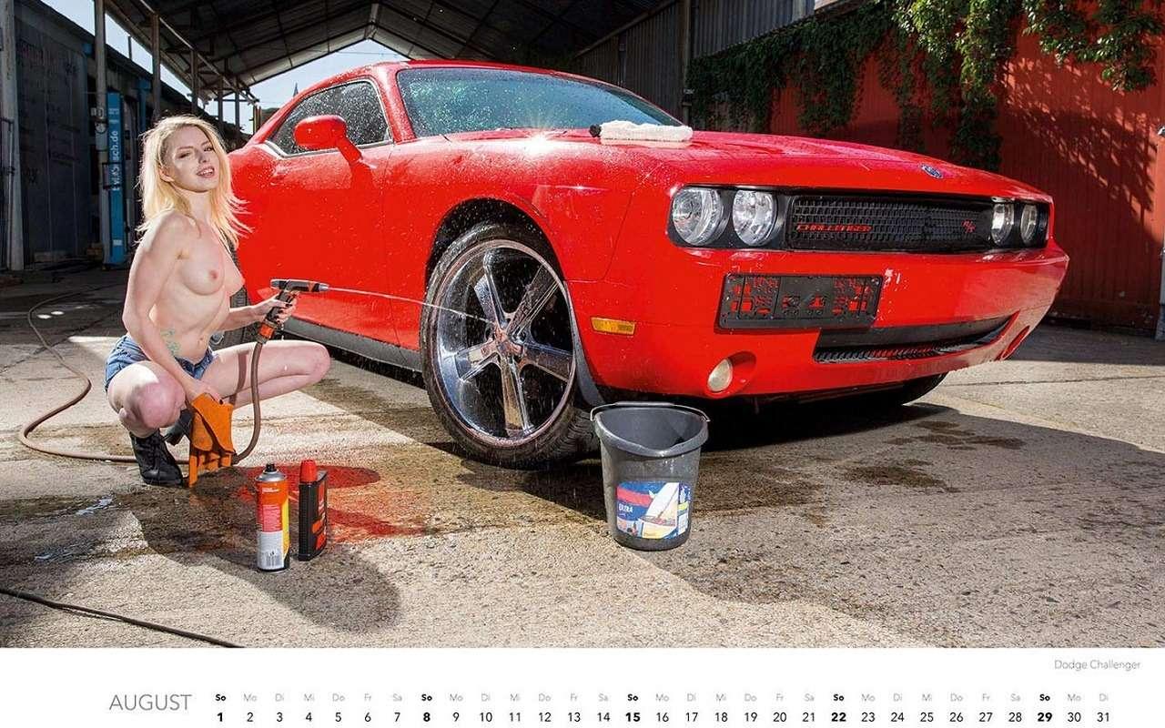 Девушки наавтомойке— пожалуй, лучший календарь 2021 года— фото 1203386