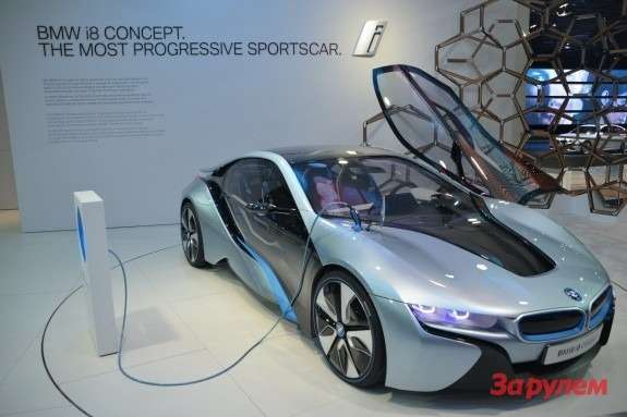 BMWi8side-front view