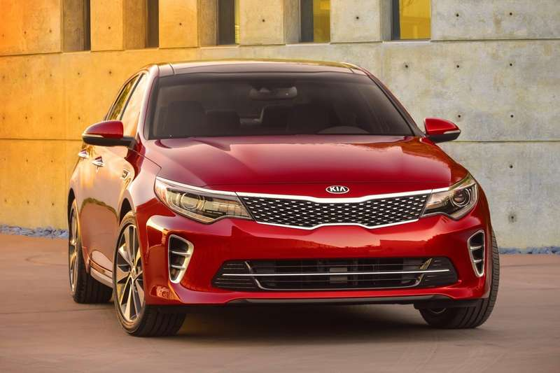 2016-Kia-Optima-Carscoops-Sedan1