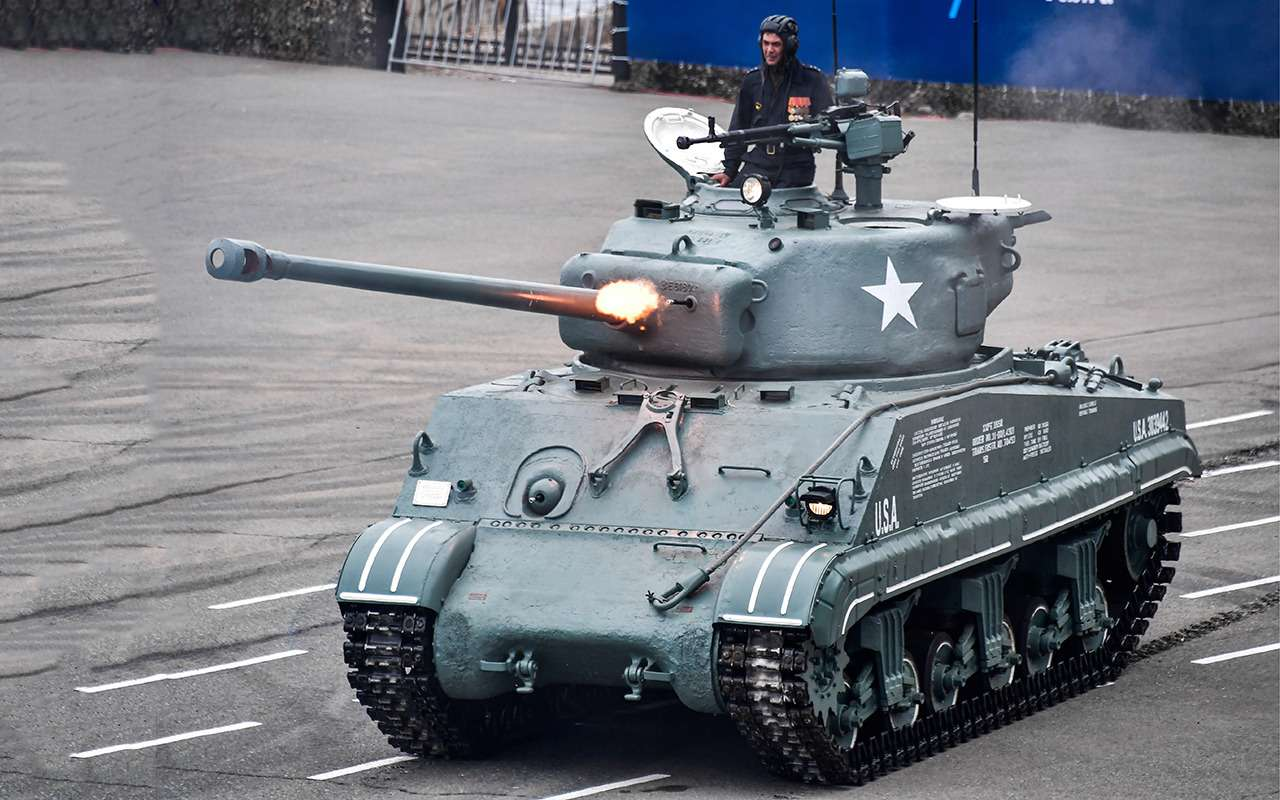 Какая комфортная иномарка: тест-драйв американского танка «Шерман»— фото 944969