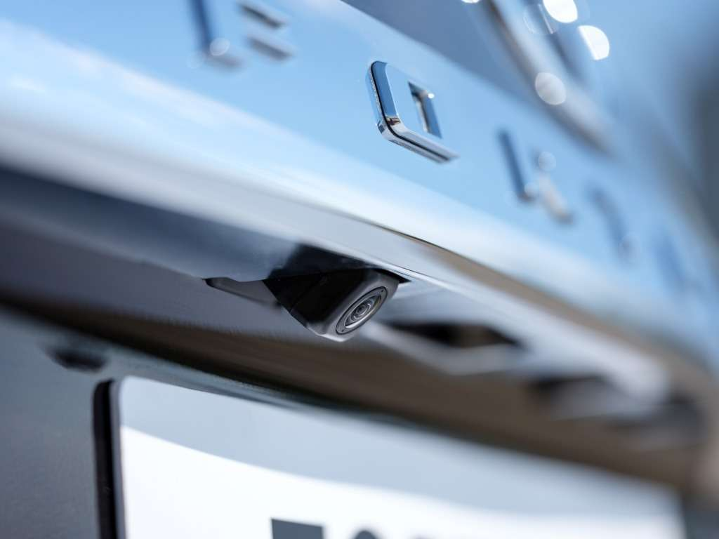 Toyota объявила российские цены наFortuner— фото 779056