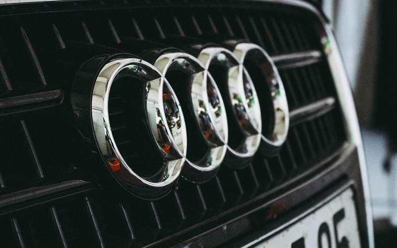 Отзывают Audi Q5: соспинками что-то нето