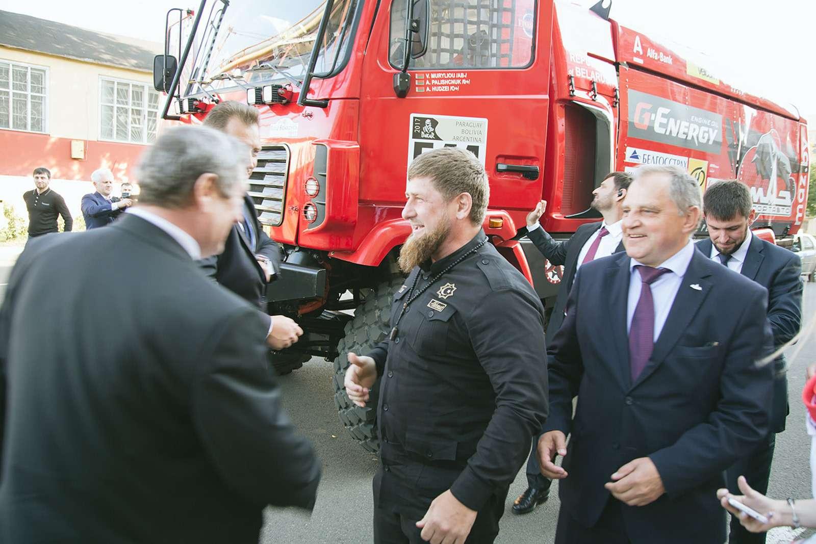 Рамзан Кадыров протестировал гоночный грузовик— фото 798428