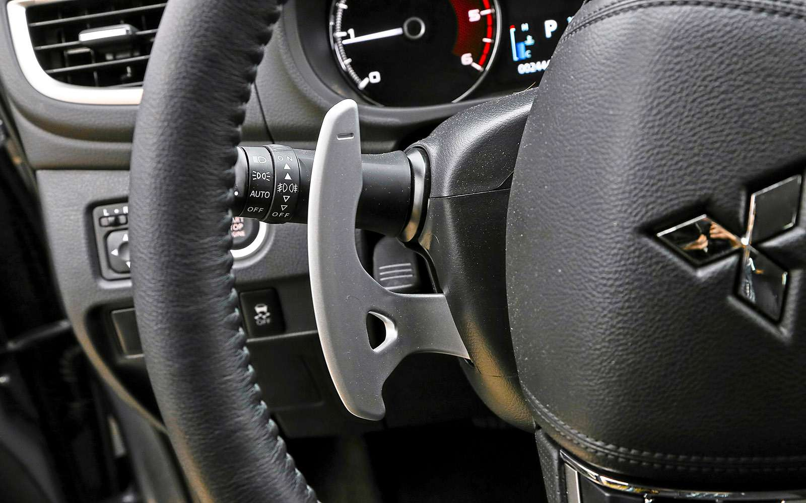 Mitsubishi Pajero Sport иKia Mohave— сравнительный тест настоящих внедорожников— фото 769872