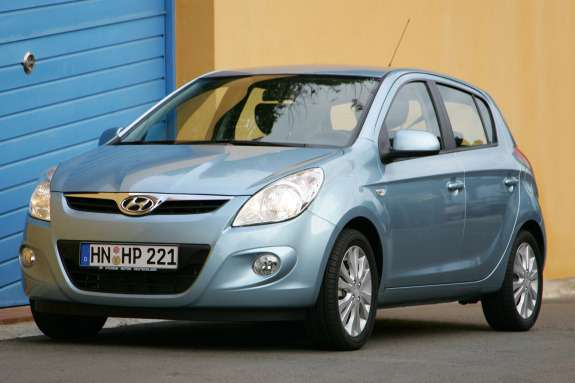 Old Hyundai i20 side-front view