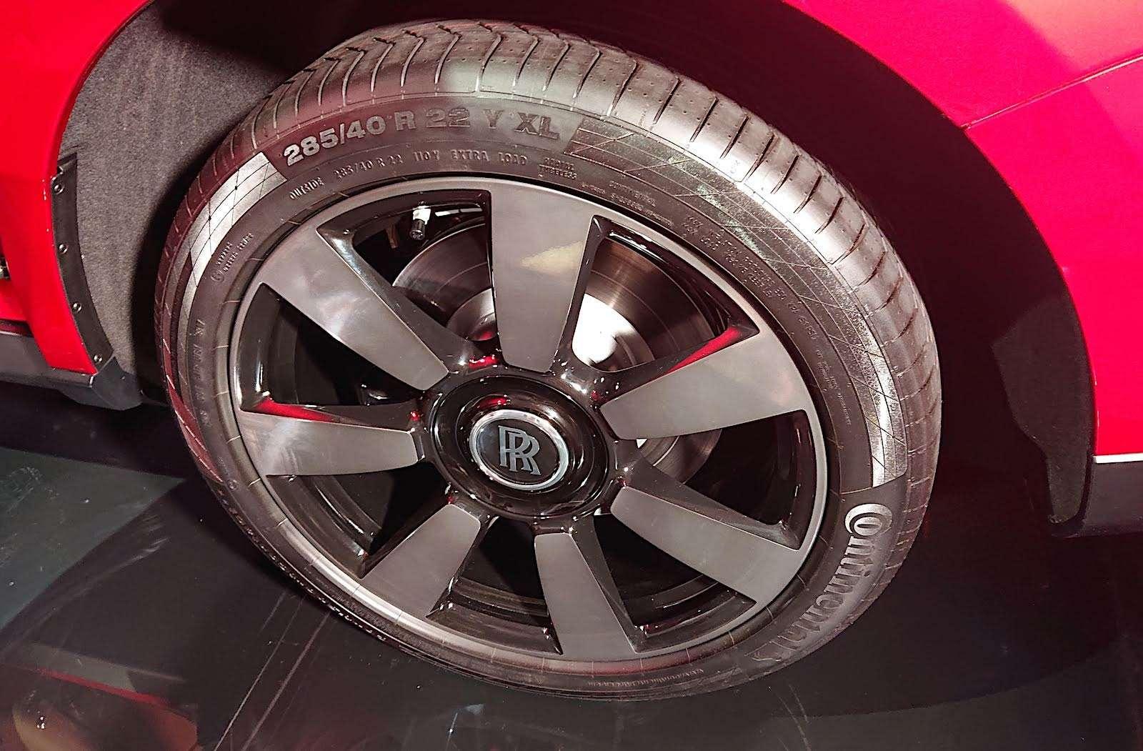 Кто дороже? Rolls-Royce привез вРоссию кроссовер за25миллионов— фото 874779