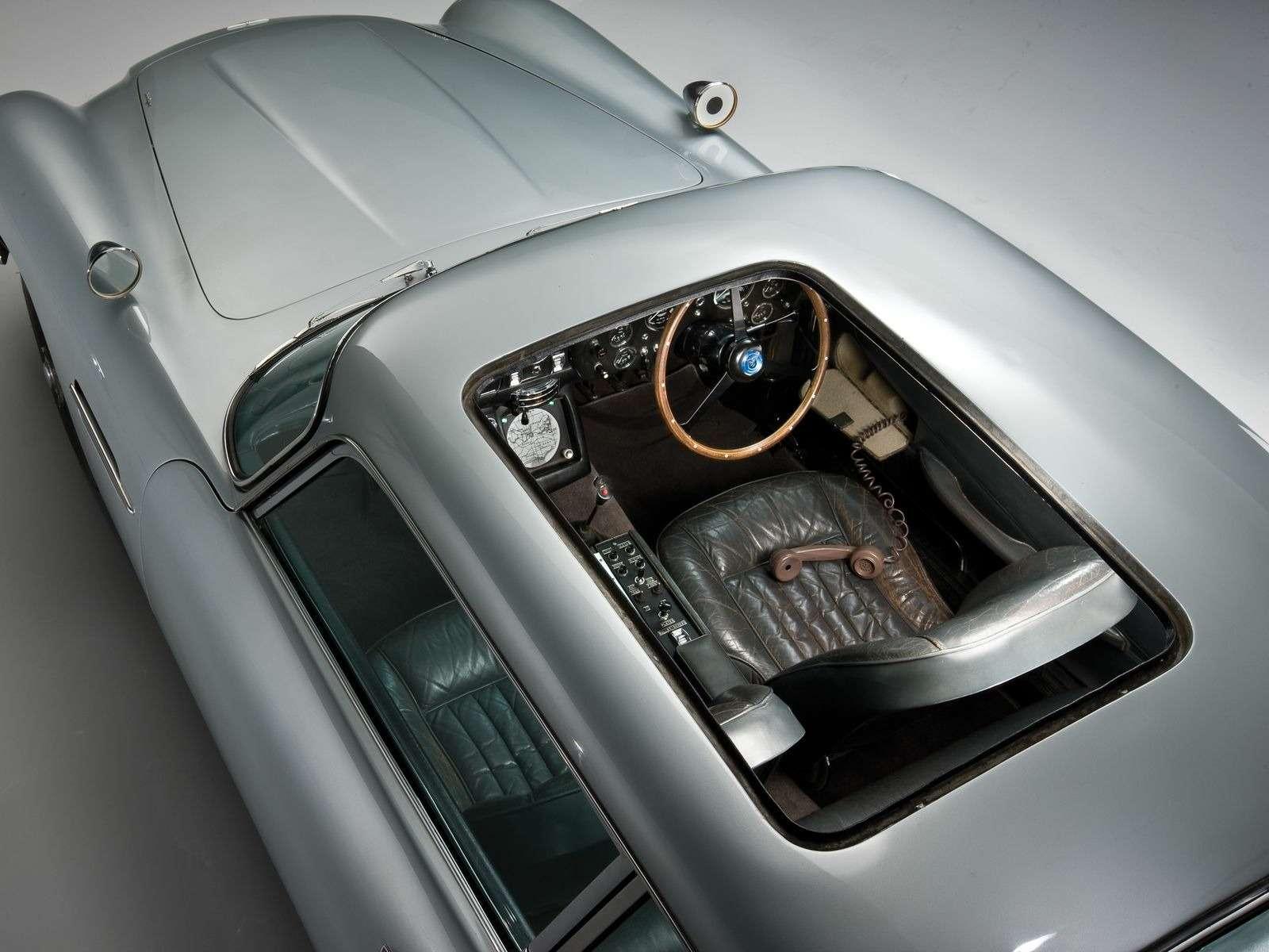 Автомобиль Джеймса Бонда с пулеметами и сменными номерами запустят в серию — фото 897355
