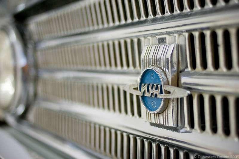 Автомобили изИжевска отличались облицовкой радиатора иэмблемой, как уижевских мотоциклов. Фото Дмитрия Дубовцева, http://oaktime.livejournal.com