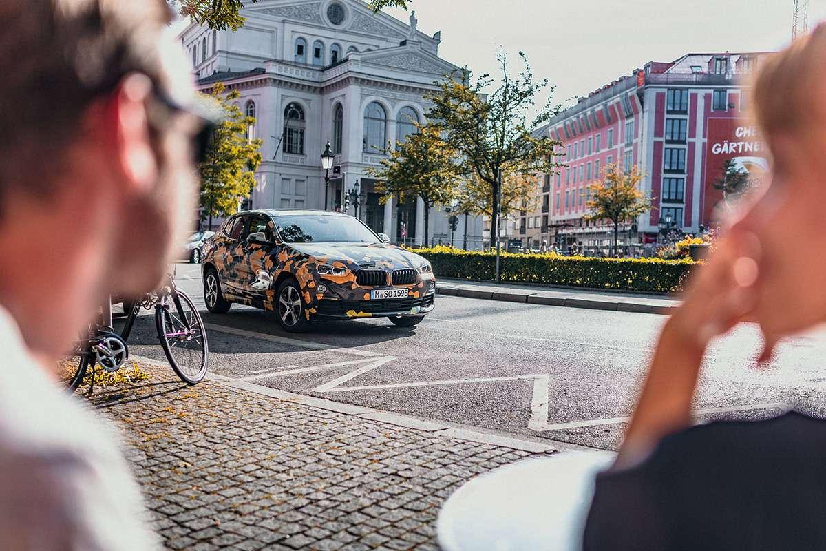 Первые фотографии серийного кроссовера BMW X2— фото 782736