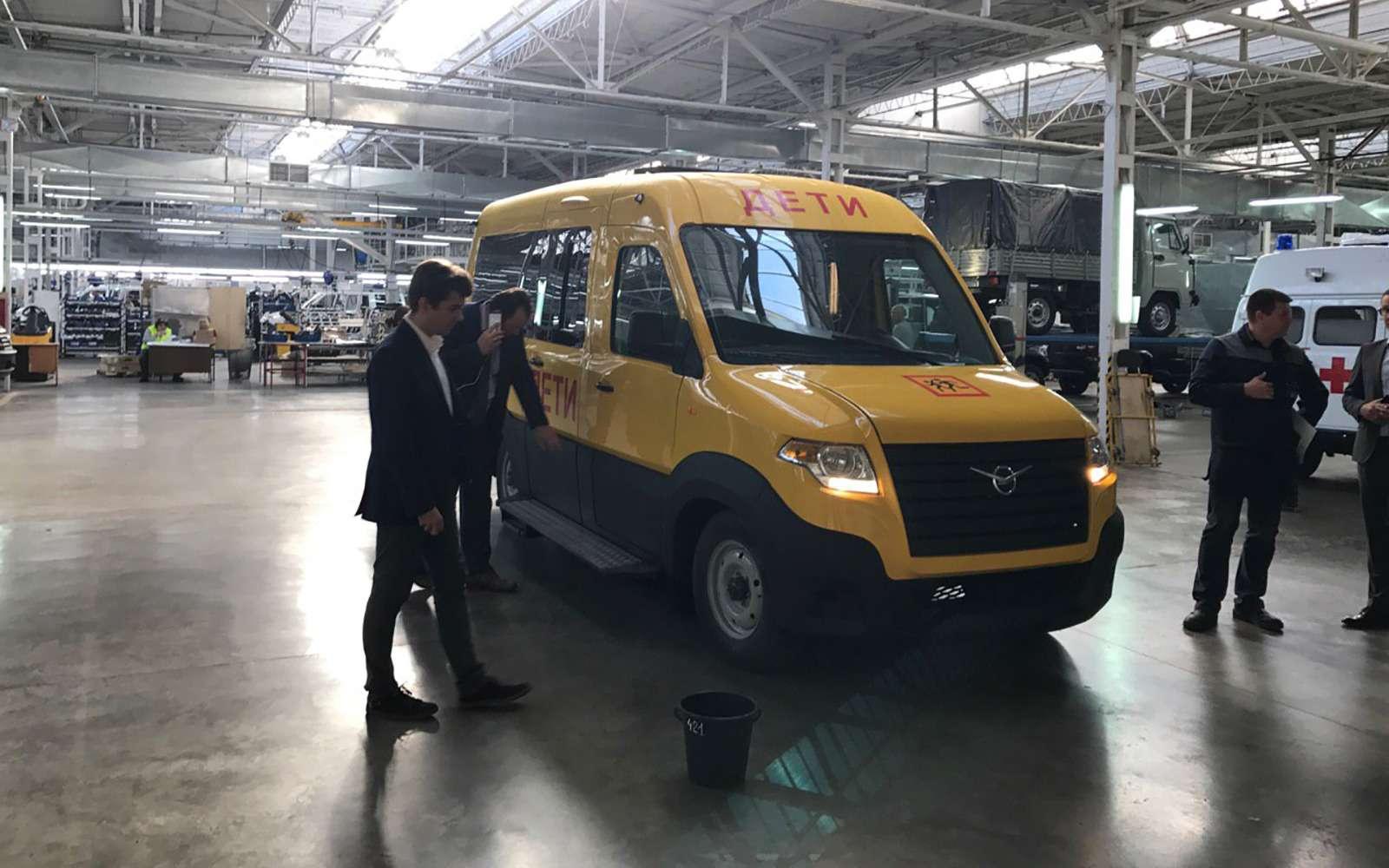 УАЗсделал замену «буханке». Первые фото нового микроавтобуса— фото 797289