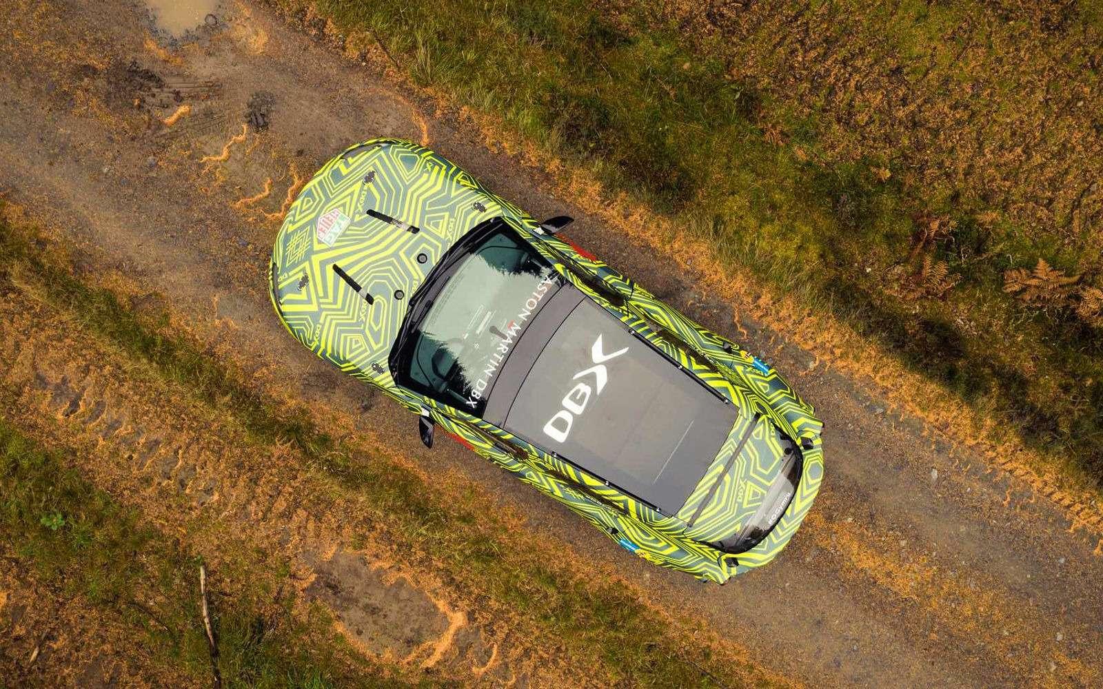 Aston Martin показал свой кроссовер на фото и видео — фото 922765