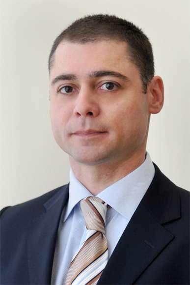 Леониду Кобрину, директору попродажам Castrol Россия.
