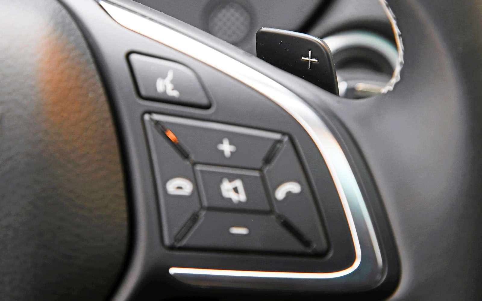 VWGolf GTI против Infiniti Q30—  кто любит погорячее— фото 710207
