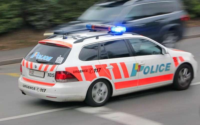 Полицейский получил штраф запревышение скорости вовремя погони заграбителями