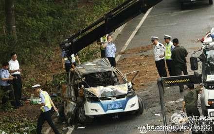 byd_e6_ev_taxi_crash_shenzhen