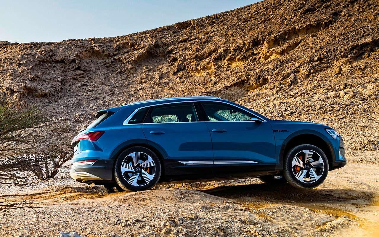 Электрокроссовер Audi e-tron: тест впесках Абу-Даби— фото 973064