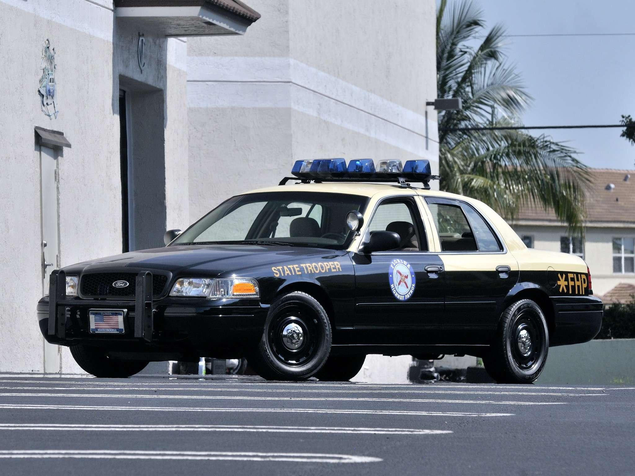 Ford_Crown_Victoria_P71_Police_Interceptor