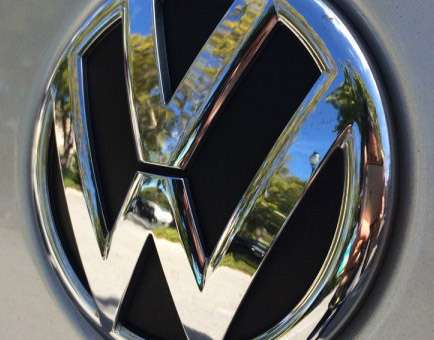 Volkswagen-logo-on-2012-Jetta-05-720x340