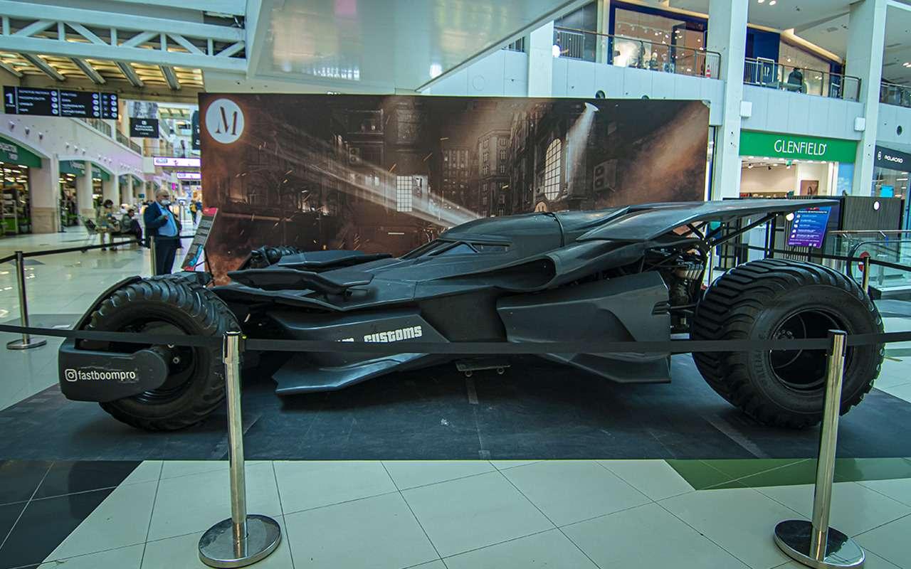 Бэтмобиль и другие прикольные машины (17 фото с выставки) - фото 1168684