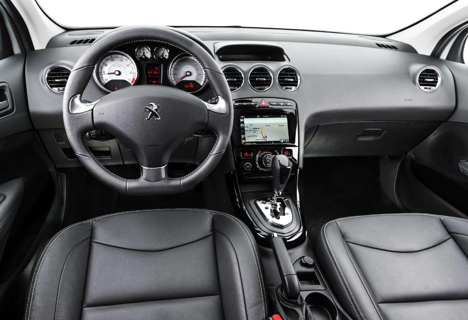Заморский лев: вРоссии появится обновленный Peugeot 408— фото 758241