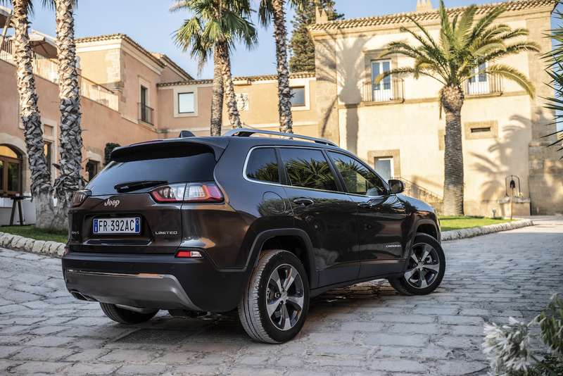 Jeep Cherokee 2019: первый тест-драйв