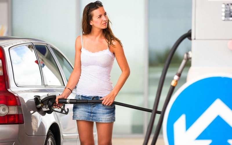 Какое топливо льют вбак российские водители? «Зарулем» знает ответ
