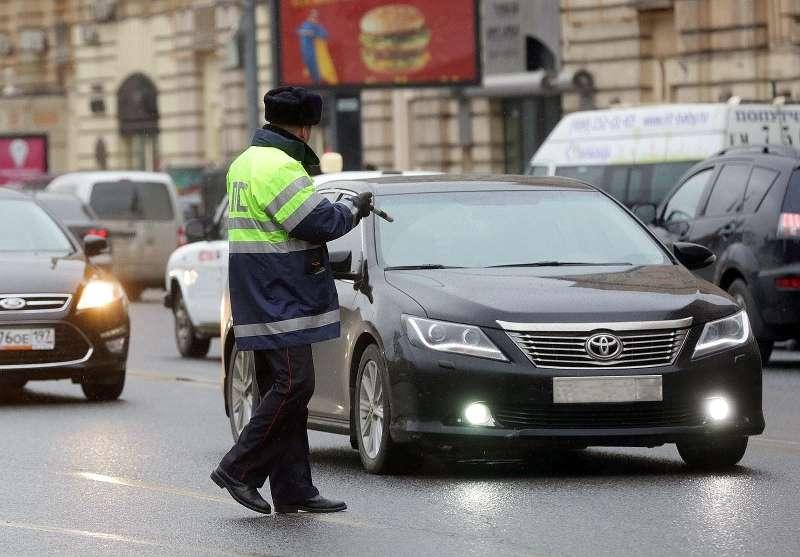 Рейд ГИБДД Москвы попроверке тонировки стекол уавтомобилей