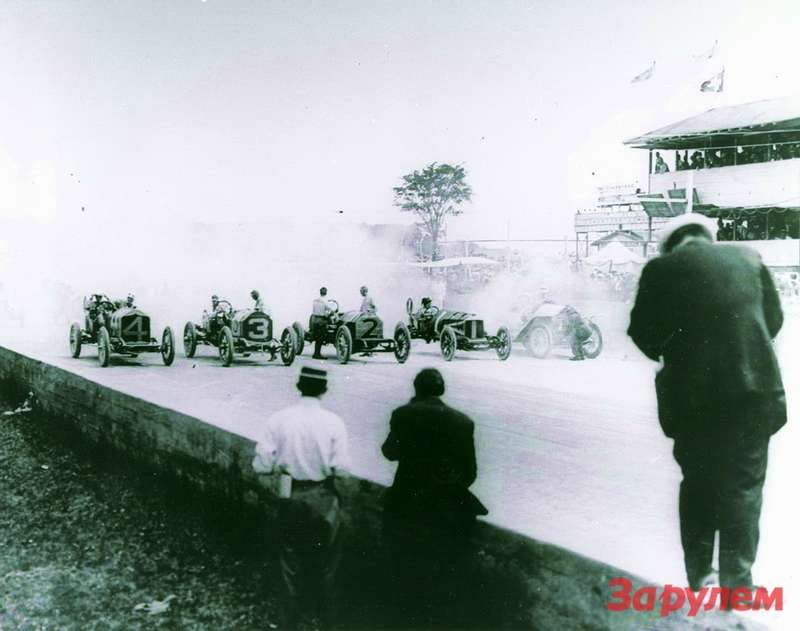 Старт первой гонки Indy 500: зарулем одного изBuick— Артур Шевроле, младший брат Луи Шевроле, основателя компании Chevrolet. Фото: General Motors