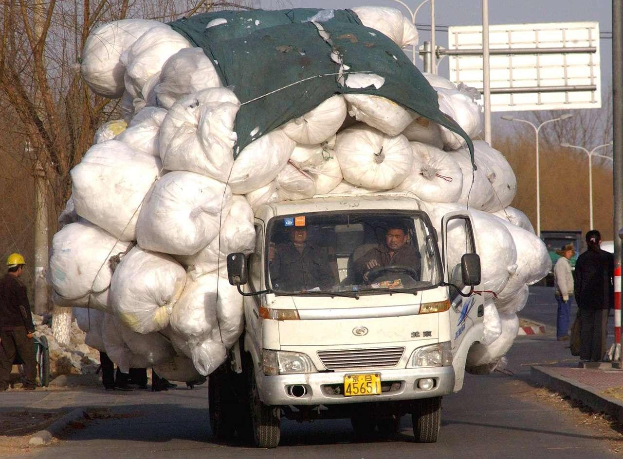 Осторожно— перегруз! Как забивают машины подзавязку— фото 906683