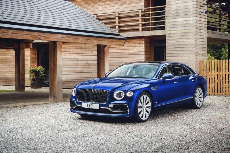 Новый Bentley Flying Spur продали за49миллионов рублей