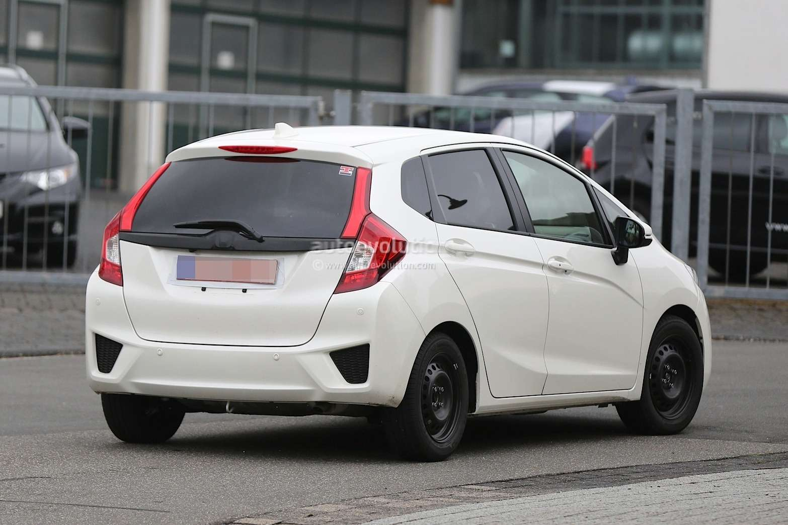 spyshots-all-new-2015-honda-jazz-testing-in-europe-for-the-first-time_9