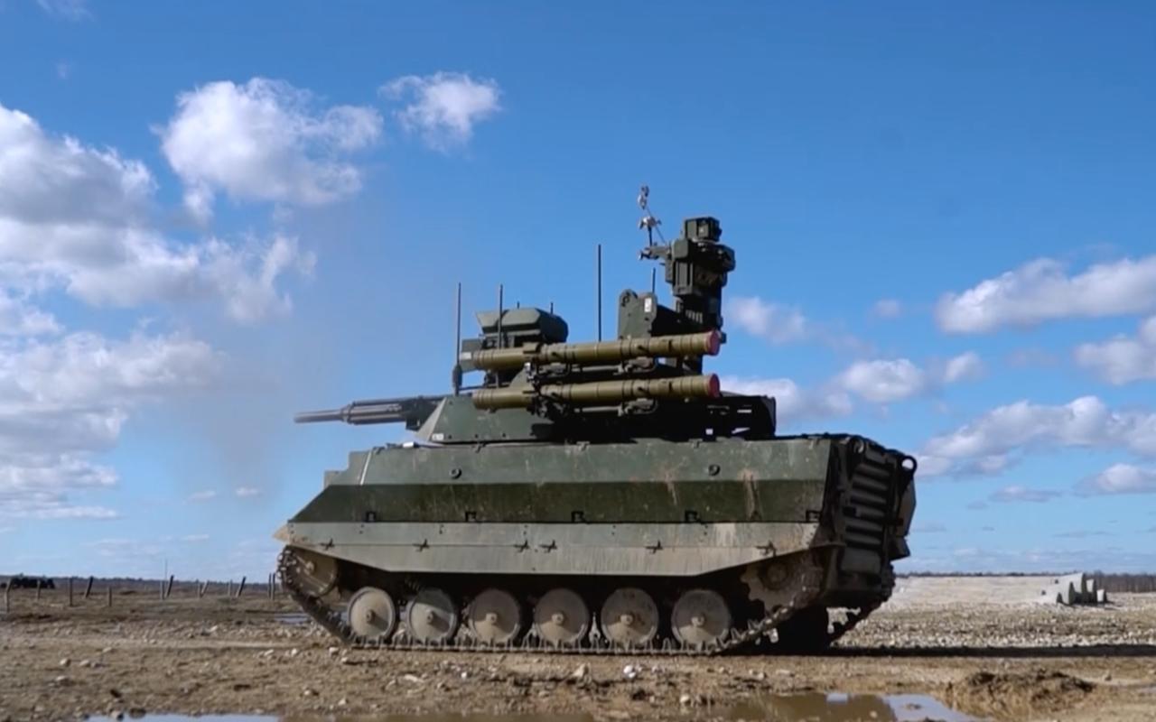 Тест-драйв боевого военного робота «Уран-9»— фото 927700