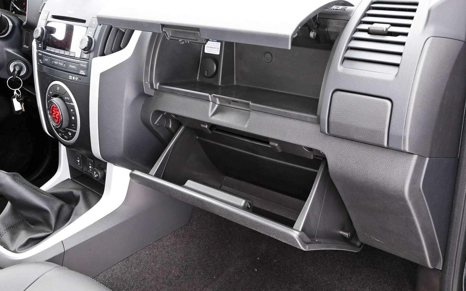 Пикапы Isuzu D-Max, Mitsubishi L200и Toyota Hilux: на«обортаж»!— фото 698422
