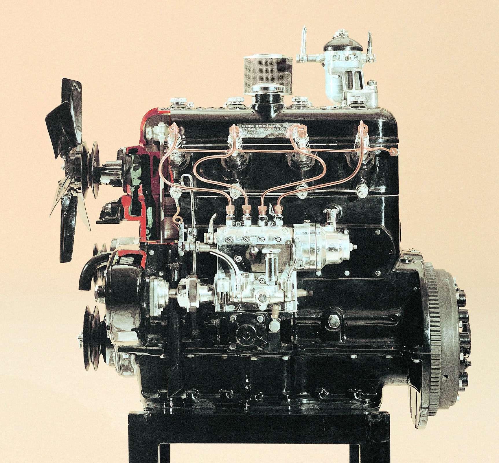 Четырехцилиндровый легковой дизель OM138. С1938 года внем применили свечи накаливания, облегчающие холодный запуск.