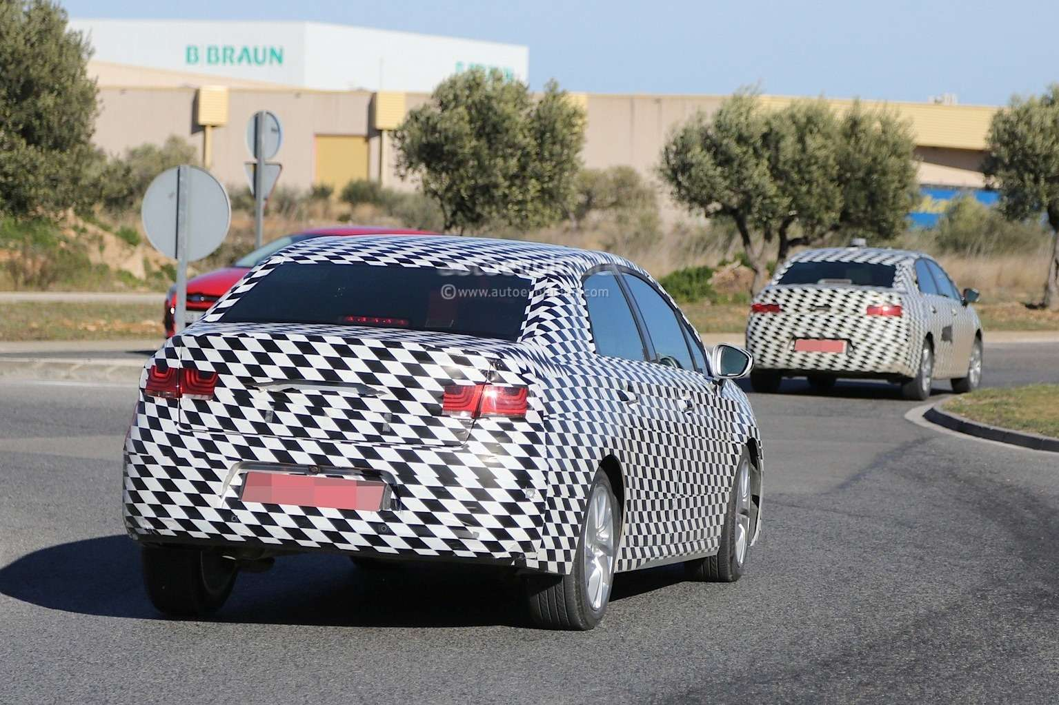 mystery-citroen-compact-sedan-spied-testing-in-spain-could-be-the-new-c4-lunge_10